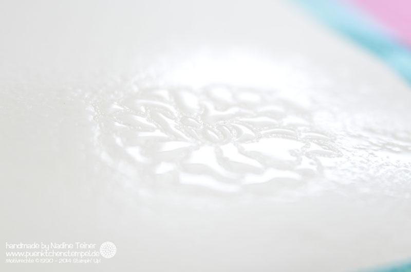 Schnelle Aquarelltechnik mit Embossingpulver von Stampin' Up! Hochzeitskarte colorieren
